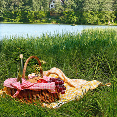 Fotobehang picnic on the grass near lake