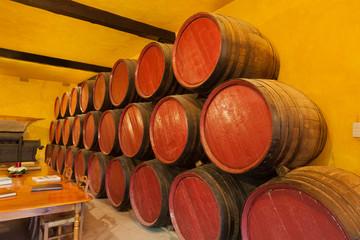 Wall Mural - Barriles de vino en la bodega