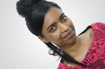 Portrait d'une belle jeune femme noire