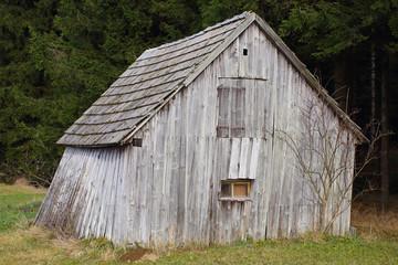 Alte verfallene Holzhütte