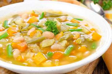 vegetable minestrone with white beans and toast closep