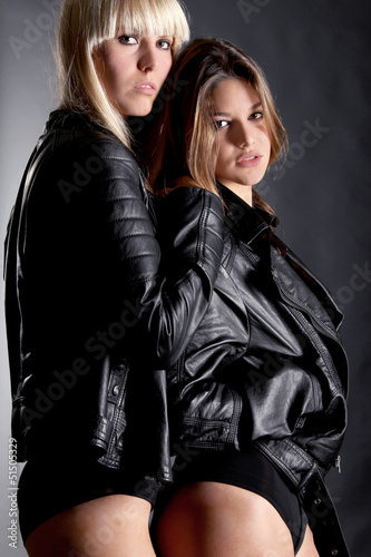 online store bc517 6b976 Frauen in Leder