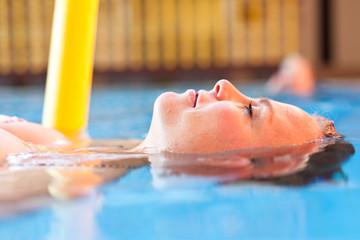 Frauenkopf im Wasser