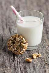 Milch und Kekse