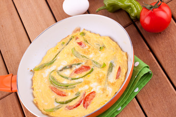 omlette with tomato and pepper