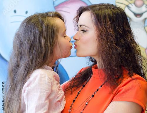 лесбиянка мать поймала дочку на кухне