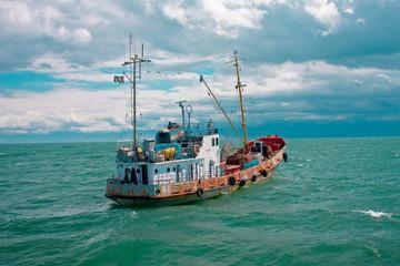 корабль юраконьеров