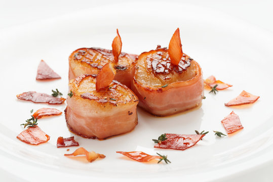 Scallops wrapped in bacon and seared