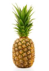 ananas fresco in fondo bianco