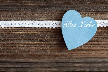blaues Herz auf Holz