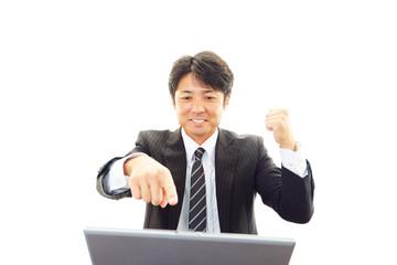 成功を喜ぶビジネスマン