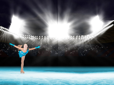 performance of young skaters, ice show