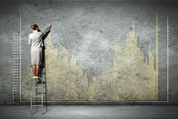 Poster de jardin Graffiti businesswoman drawing diagrams on wall