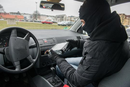 Diebstahl - Autoradio klauen #bn