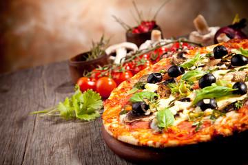 Photo sur Aluminium Pizzeria Fresh italian pizza