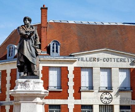 Statue d' Alexandre Dumas à Villers-Cotterêts.