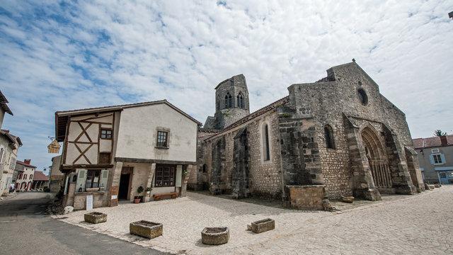 Eglise St-Jean-Batiste de Charroux (03)