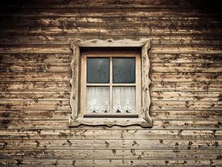 Hütte und Fenster mit Vorhang 11