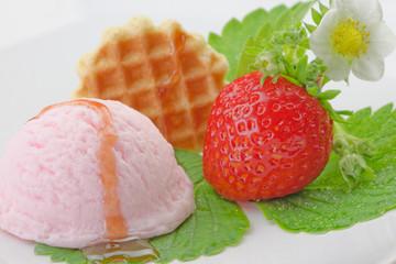 Frisches Erdbeereis