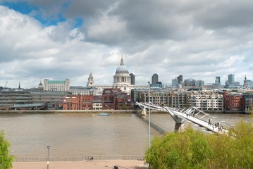 St. Paul's Cathedral and Millenium Bride