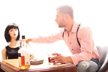 Mann und Frau beim Trinken