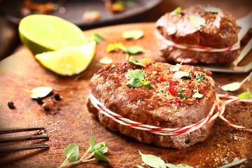Preparing medallions of beef steak