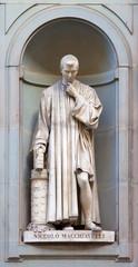 stone statue of Nicolò Macchiavelli