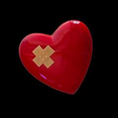 rotes Herz mit Pflaster vor schwarzem Hintergrund