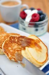 Pancakes mit Zimtbutter