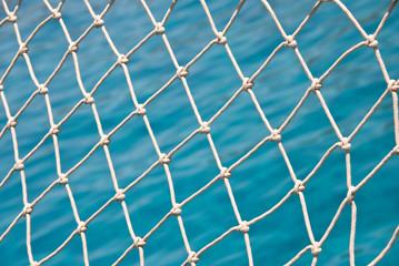 Filet sur un voilier, fond mer