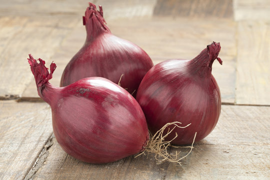 Whole red onions