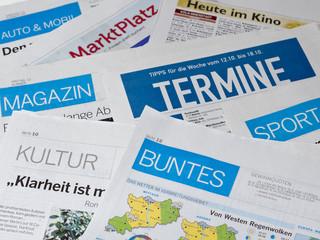 In de dag Kranten Zeitung Anzeigen Information