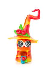 Handgemachte Knetfigur mit verdrehten Augen