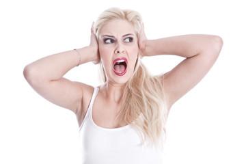 Verzweifelte junge Frau isoliert schreit