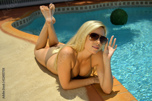 Pretty spicy naked ladies are fucking at the poolside outdoors  2205025