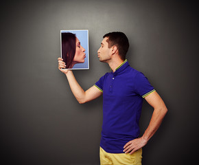 man kissing picture the woman