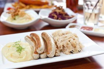 Nürnberger Bratwurst und Sauerkraut