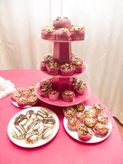 Plato dulce de comida, fiesta, muffin, budin, picada, cumpleaños