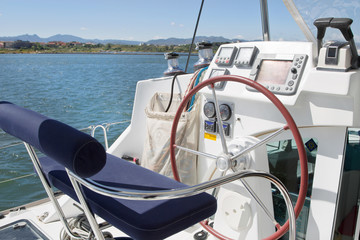 Cockpit eines Segel Katamarans