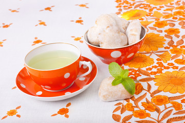mint tea with gingerbreads