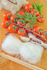 rice noodles and tomato