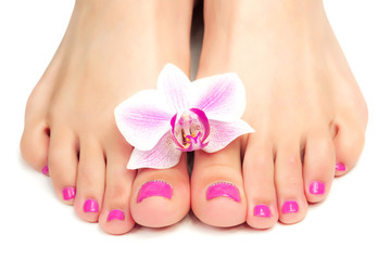 La pose en embrasure Pedicure pink pedicure with a orchid flower