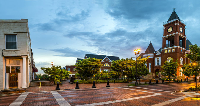 Panoramic view of town square in Dallas, Georgia, after sunset
