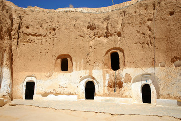 Troglodyte communities with rooms
