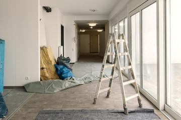 Renovieren Holz-Leiter im  Flur