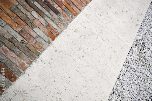 Marmo e mattoni per un pavimento esterno stock photo and - Mattoni per esterno ...