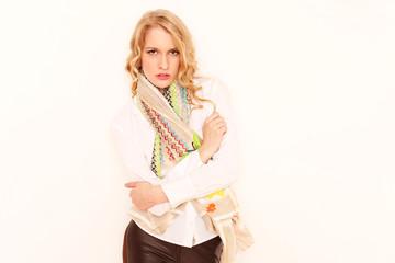 Model mit Schal