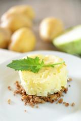 Vegetarisches Hack mit Kohlrabi und Kartoffelpüree