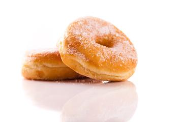 2 freigestellte Donuts