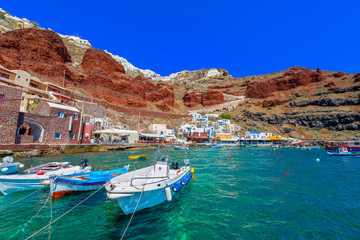 Fototapete - Greece Santorini island in Cyclades,  Ammoudi village with fishi